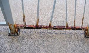 Como tirar ferrugem de portão de ferro